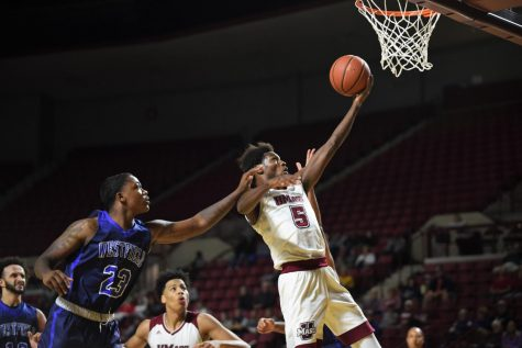 UMass men's hoops looks to keep foot on the gas pedal at Charlotte