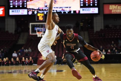 UMass men's basketball snaps losing streak and upsets Dayton Wednesday night at Mullins Center