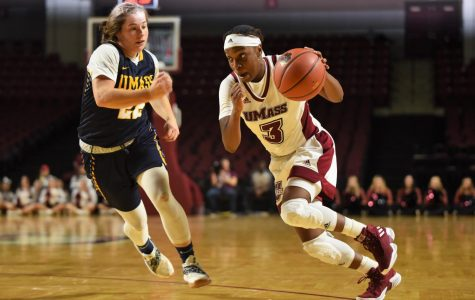 Minutewomen dominate in season opener, beat Sacred Heart 78-61