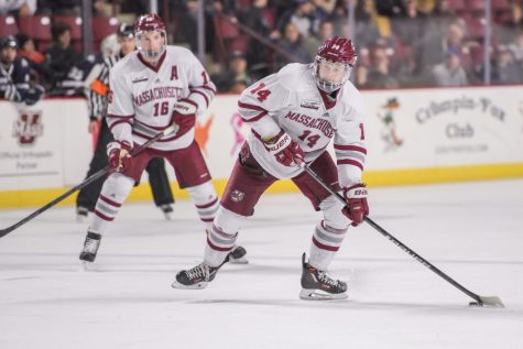 UMass hockey steals win over Vermont with last-second overtime goal