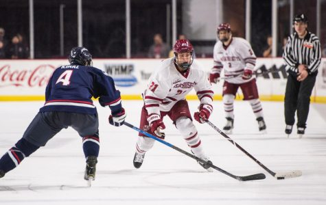 Chaffee's four-point night pushes No. 3 UMass to Hockey East victory