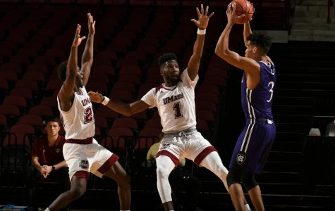 UMass men's basketball stumbles late, loses to Holy Cross