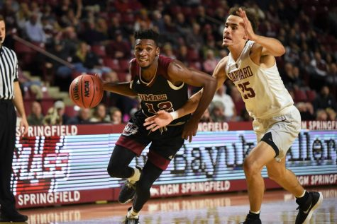 UMass basketball shows continued improvement, growth in win over La Salle