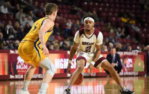 UMass men's basketball preparing for unique test from Holy Cross
