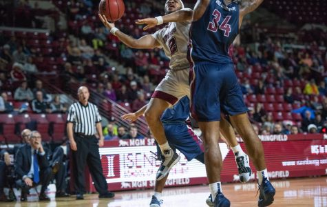 UMass men's basketball hangs on for 85-84 win against Fairleigh Dickinson