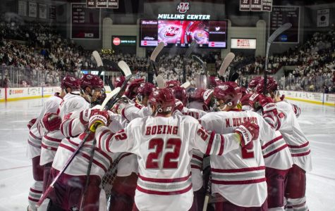 Big third period sparks UMass hockey past Quinnipiac