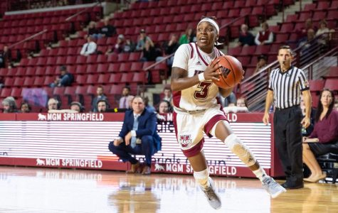 Early deficit costs Minutewomen in 64-59 loss to Siena