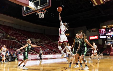Minutewomen dominate in win over Incarnate Word