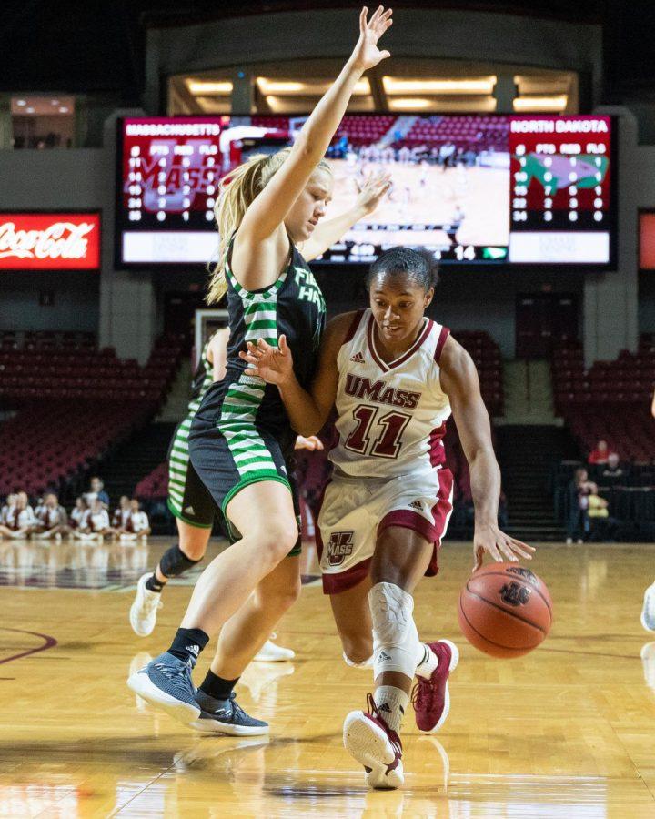 Flat+offensive+effort+cripples+Minutewomen+basketball+in+75-47+loss+to+Dayton