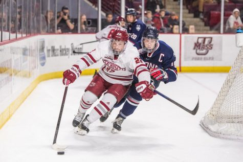 UMass falls to top-ranked UConn, splits weekend schedule
