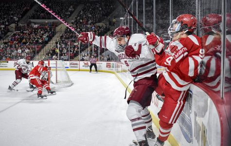 Three-goal second period lifts No. 2 UMass over BU in 4-2 victory