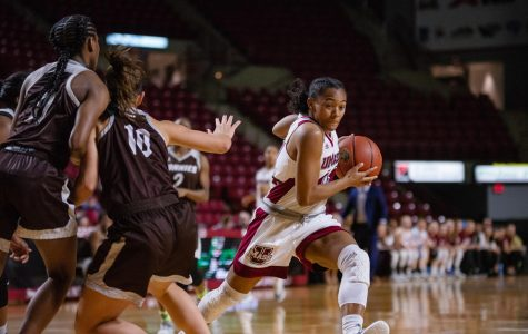 UMass and Duquesne take opposite approaches on the offensive end