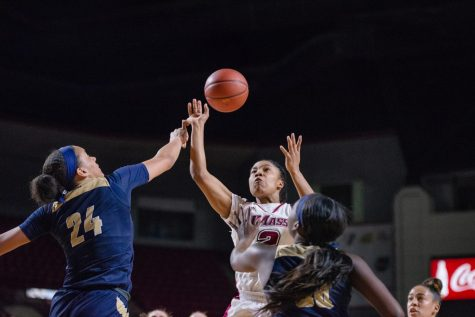 Minutewomen fall short against Hurricanes