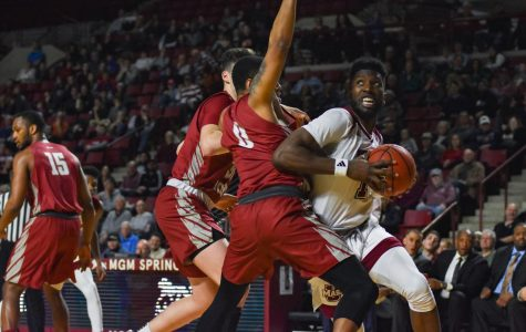 UMass men's basketball pulls off comeback victory over Saint Joseph's