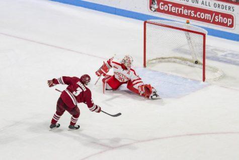 Ty Farmer's two goals lift No. 2 UMass to 7-5 win over Boston University