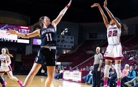 Sluggish start hurts Minutewomen in loss vs Davidson