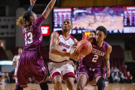 UMass men's basketball defeats La Salle 74-67 in Atlantic 10 opener