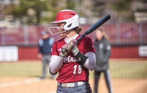 UMass softball splits doubleheader with Saint Louis