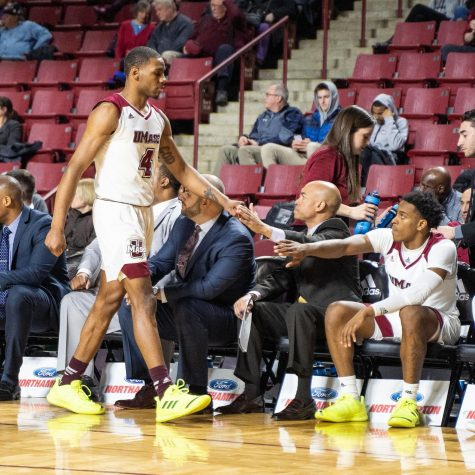 UMass defeats Dayton, 55-50, in first conference game