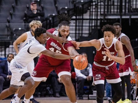 A bond over basketball: Trey Davis and Zach Coleman's friendship continues to grow at UMass