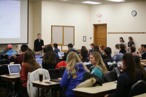 SGA (Associação Governamental Estudantil) formalmente recomenda aumentar a Taxa de Atividades Estudantis
