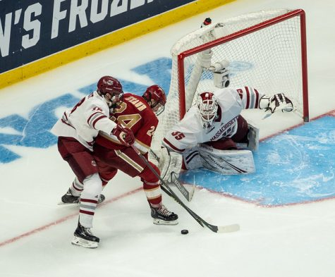Lindberg turns it on late, Minutemen advance to NCAA title game