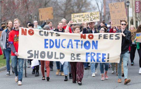 Organizaciones estudiantiles de UMass llevan a cabo una marcha por la asequibilidad universitaria