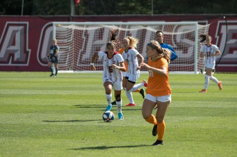 Minutewomen struggle in opening loss against GW, rally back to beat St. Louis in elimination bracket
