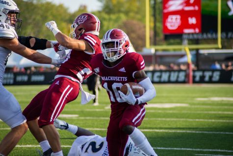 UMass notebook: Kitching shines, West Springfield's Dan Jonah catches touchdown