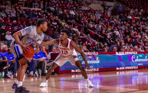 Stifling UMass cruises past Central Connecticut State to move to 4-0