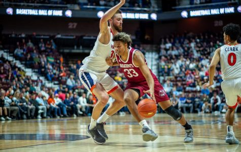 UMass men's basketball hangs tough, falls to No. 7 Virginia at Mohegan