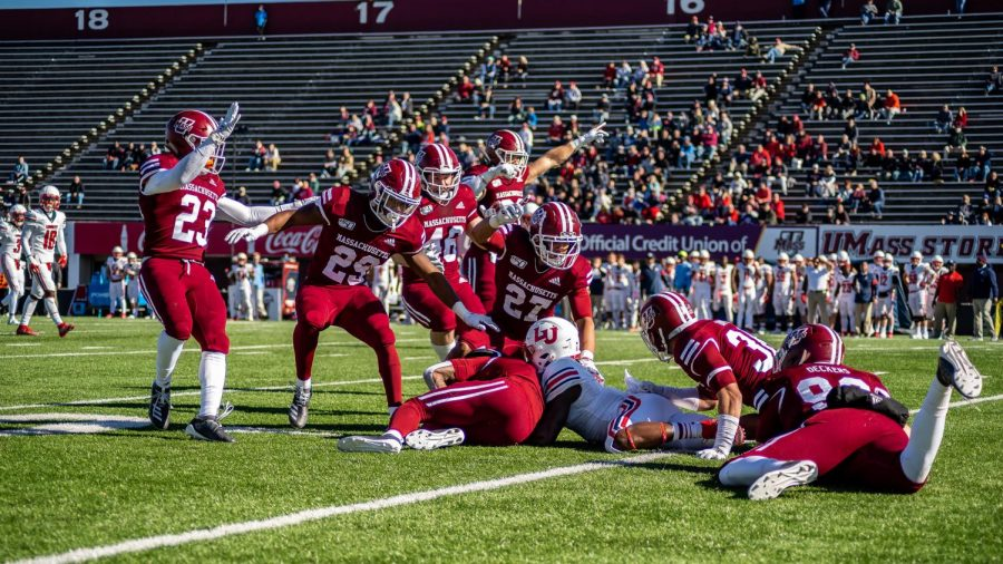 UMass+football+looking+for+positives+on+defense+as+lost+season+winds+down