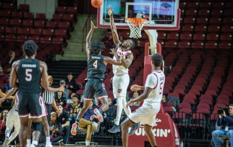 Turnovers, easy buckets sink UMass against South Carolina