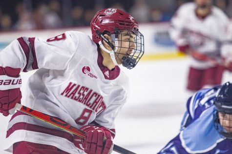 UMass falls to Quinnipiac 2-1 Saturday night