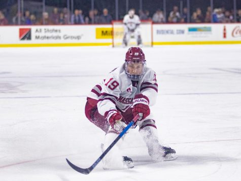 No. 7 UMass hockey looks to gain ground in Hockey East with series against Merrimack