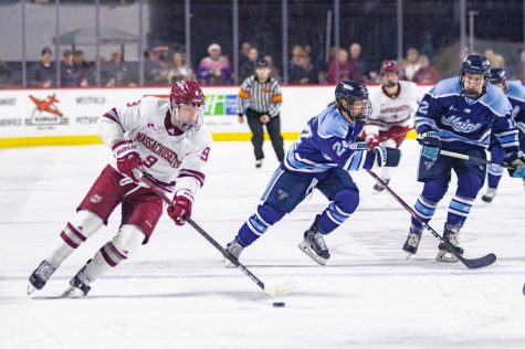 UMass hockey beats AIC 3-1 to win third straight