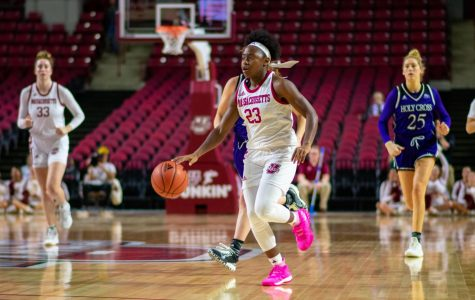 Perry, Donnelly lead Minutewomen to close victory over Holy Cross