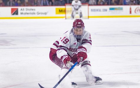 UMass trying not to 'overthink' power play struggles