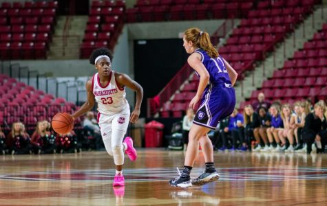 Minutewomen hold off furious comeback for eighth straight win