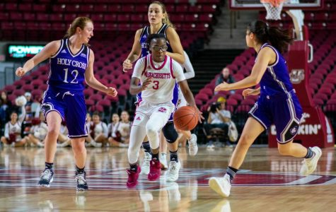 Minutewomen looking for a turnaround on offense