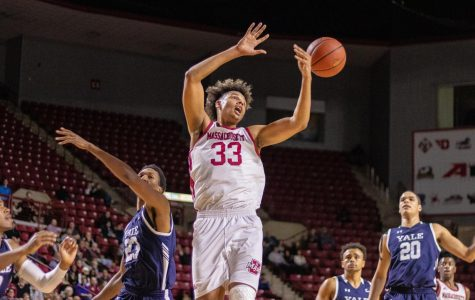 UMass men's basketball can't overcome early deficit, late struggles in blowout loss to GW