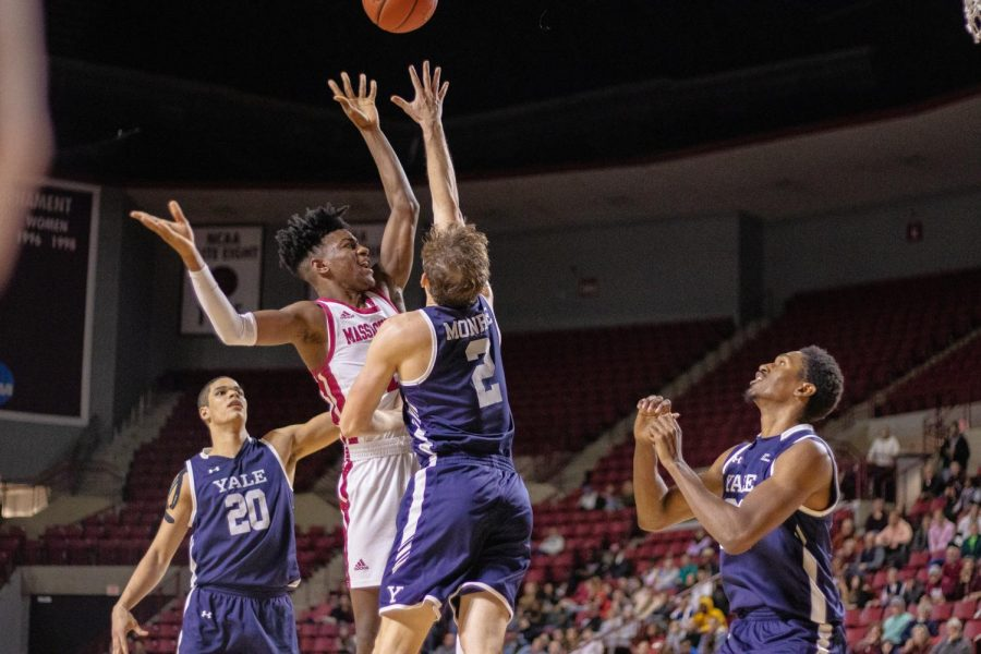 UMass men's basketball looking to get back into form in matchup against Duquesne