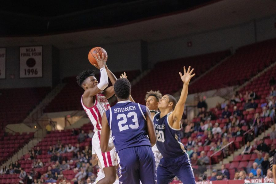 Late-game execution sinks resilient UMass in overtime loss to Saint Louis