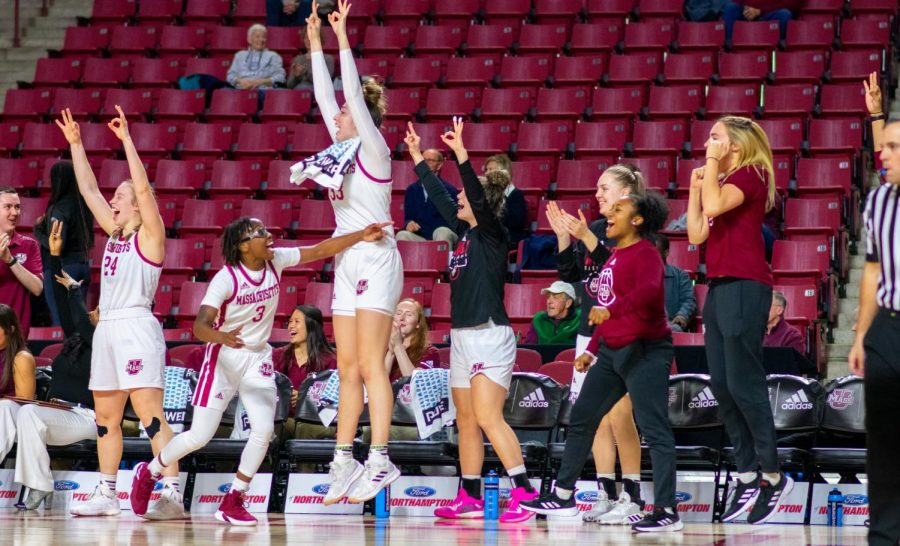 Women's basketball extends winning streak to 10 with 61-43 win over Saint Joseph's