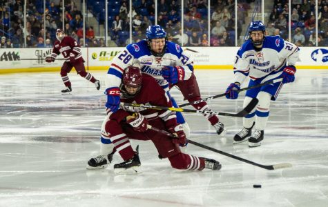 Minutemen squander late lead, fall 3-2 to UMass Lowell on the road Friday
