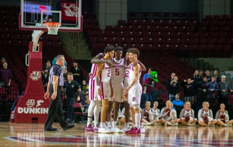 UMass men's basketball survives late collapse to beat George Mason 69-67