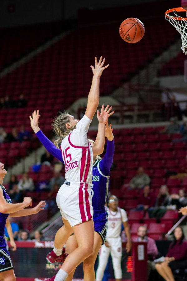 UMass women's basketball loses in heartbreaking fashion to top-seeded Dayton