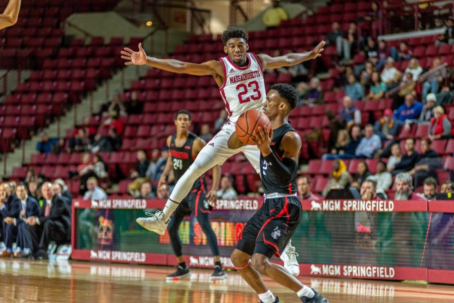 TJ Weeks poised for more minutes as UMass men's basketball heads to La Salle on Wednesday