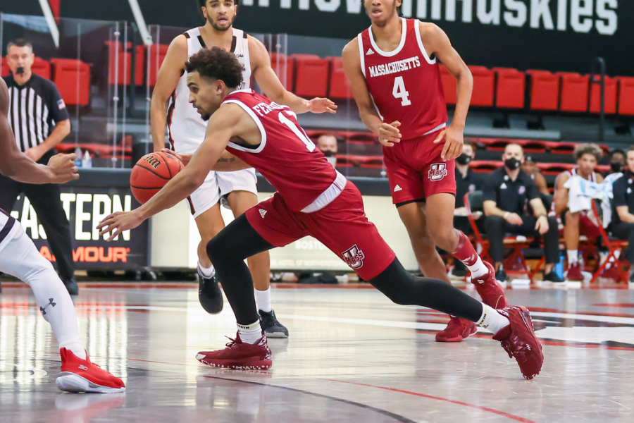 Fernandes looking comfortable running the offense for the Massachusetts men's basketball team