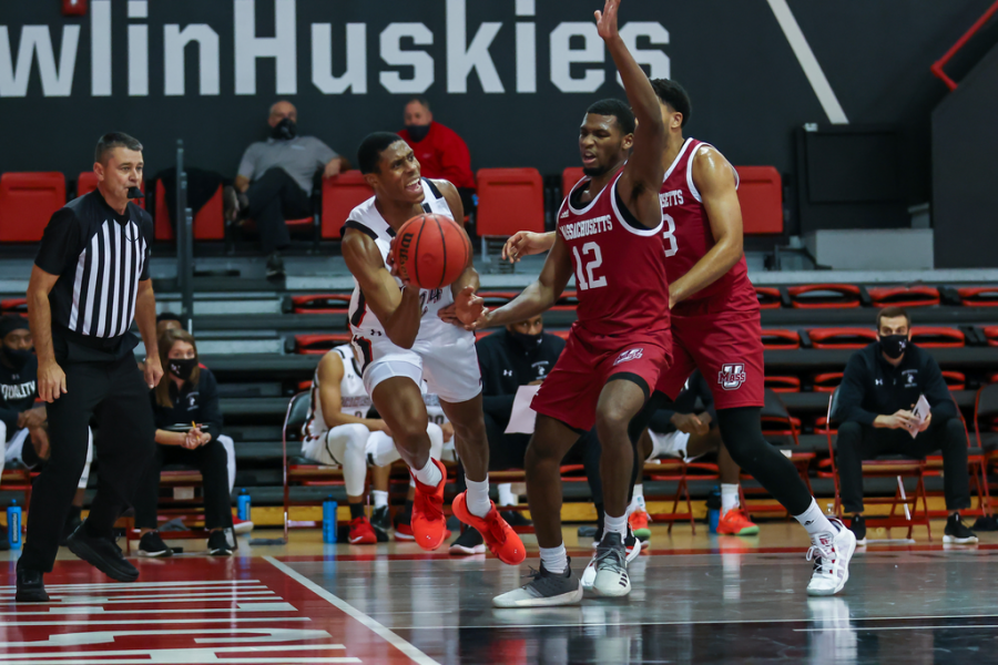 UMass pulls away in second half to defeat La Salle 85-66 on the road